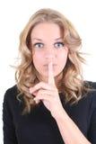 Blonde Frau, die shhh Zeichen zeigt Lizenzfreie Stockfotografie