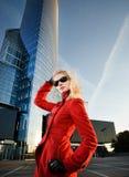 Blonde Frau draußen Stockbilder