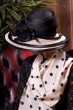 Blonde Frau in einem eleganten Hut Lizenzfreies Stockbild
