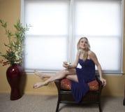 Blonde Frau entspannt sich Stockbilder