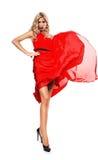 Blonde Frau in geblasenem rotem Kleid Lizenzfreie Stockfotografie