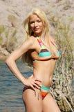 Blonde Frau im Bikini Stockfoto