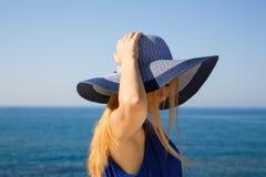 Blonde Frau im Blau Lizenzfreies Stockbild