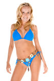 Blonde Frau im blauen Bikini Lizenzfreie Stockfotos