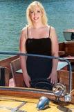 Blonde Frau im Boot Lizenzfreie Stockfotografie