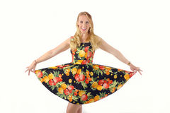 Blonde Frau im bunten Kleid Lizenzfreie Stockbilder