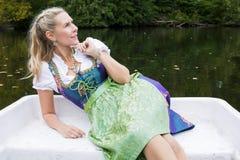 Blonde Frau im Dirndl Stockfoto