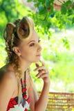 Blonde Frau im Freien Lizenzfreie Stockfotos