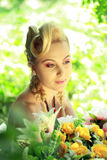 Blonde Frau im Freien Stockbilder