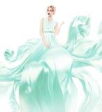 Blonde Frau im grünen Fliegenkleid Lizenzfreie Stockbilder