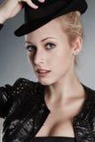 Blonde Frau im Hut Lizenzfreies Stockfoto
