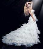 Blonde Frau im Kleid Stockbild