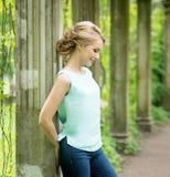 Blonde Frau im Park Herbst, Fall outdoor Stockbilder