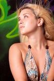 Blonde Frau im reizvollen Kleid Lizenzfreies Stockbild