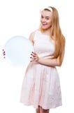 Blonde Frau im rosa Kleid lokalisiert Lizenzfreie Stockfotografie