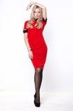 Blonde Frau im roten Kleid Lizenzfreie Stockfotografie