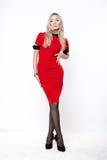 Blonde Frau im roten Kleid Stockfoto