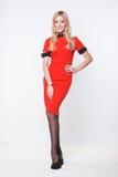 Blonde Frau im roten Kleid Stockfotos