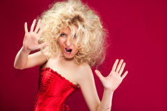 Blonde Frau im roten Kleid Lizenzfreies Stockbild