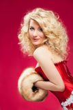 Blonde Frau im roten Kleid Lizenzfreies Stockfoto