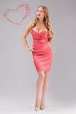 Blonde Frau im roten Tupfenkleid Stockfotografie