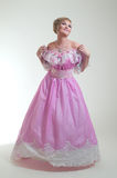 Blonde Frau im schönen langen Kleid Lizenzfreie Stockfotografie