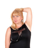 Blonde Frau im schwarzen Kleid Stockfotos
