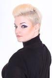 Blonde Frau im Schwarzen mit Verfassung Lizenzfreies Stockfoto