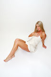 Blonde Frau im Tuch Lizenzfreies Stockfoto