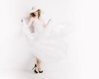 Blonde Frau im Weiß Lizenzfreie Stockfotografie