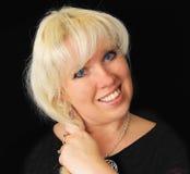 Blonde Frau mit blauen Augen. Stockfoto