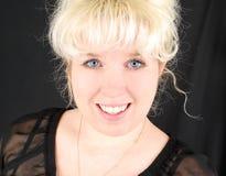Blonde Frau mit blauen Augen. Stockbild