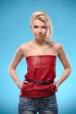 Blonde Frau mit bloßen Schultern Lizenzfreies Stockfoto