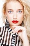 Blonde Frau mit buntem Make-up Stockfotografie