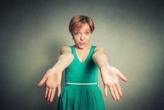 Blonde Frau mit dem Ausdruck Stockfotos