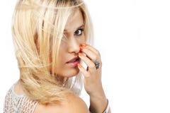 Blonde Frau mit dem langen Haar. Lizenzfreie Stockbilder