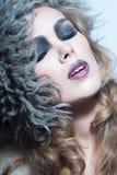 Blonde Frau mit dem lockigen Haar Stockbild
