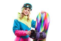 Blonde Frau mit dem Snowboard lokalisiert Stockfotografie