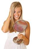 Blonde Frau mit dem Spiegel getrennt Lizenzfreies Stockfoto