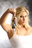 Blonde Frau mit der Taste Stockbild