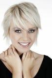 Blonde Frau mit einem schönen Lächeln Lizenzfreie Stockfotos