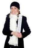 Blonde Frau mit einem schwarzen Mantel und einem Thermometer Lizenzfreie Stockfotografie
