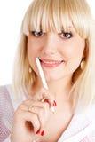 Blonde Frau mit einem Stift Lizenzfreie Stockfotografie