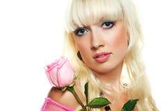 Blonde Frau mit einer Rose Stockbilder