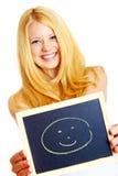 Blonde Frau mit einer Tafel Lizenzfreies Stockfoto