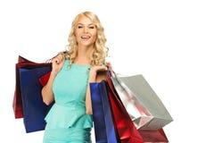 Blonde Frau mit Einkaufstaschen Stockbild