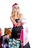 Blonde Frau mit Einkaufstaschen und Geschenk Lizenzfreies Stockfoto
