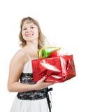 Blonde Frau mit Geschenken Stockfoto