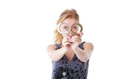 Blonde Frau mit Handschellen Stockfotografie