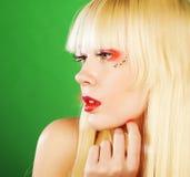 Blonde Frau mit hellem Make-up Lizenzfreie Stockbilder